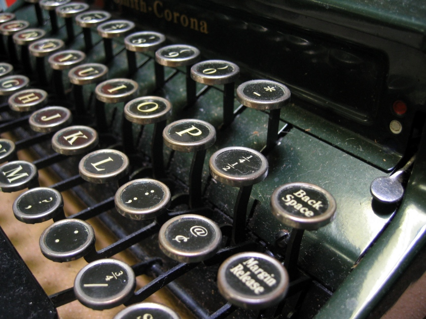 typewriter-keys-1463854.jpg